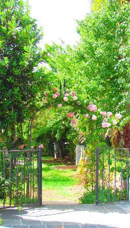 Jardines de la reina boutique bed breakfast marbella for Letras gijon jardines de la reina