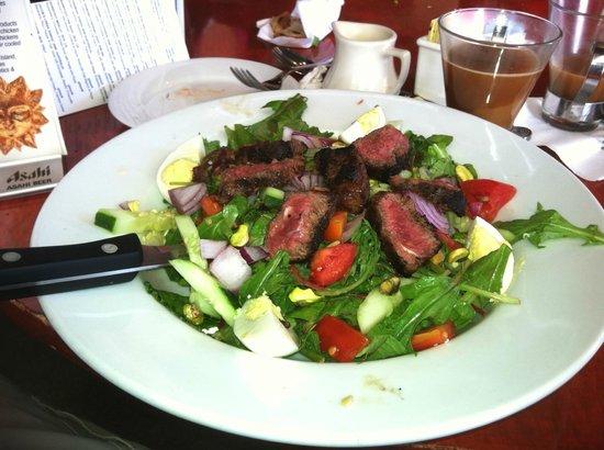 Pistachio Bar & Grille: Steak Salad