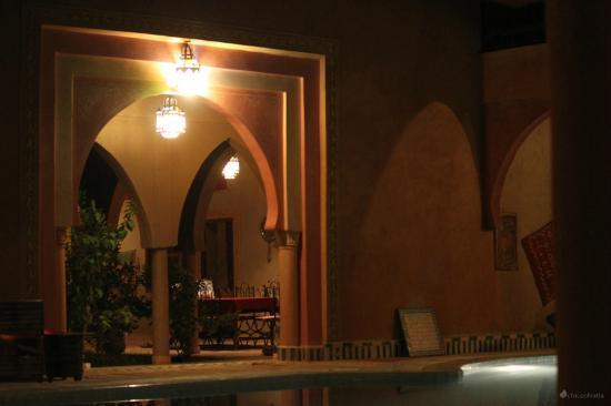 Guest House Merzouga: Chiostro della piscina, chiostro della colazione