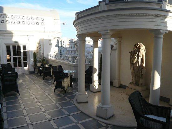 Hotel Atlantico: Interesting folly on roof