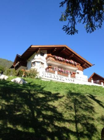 Mirabel: l'hotel da sotto il sentiero