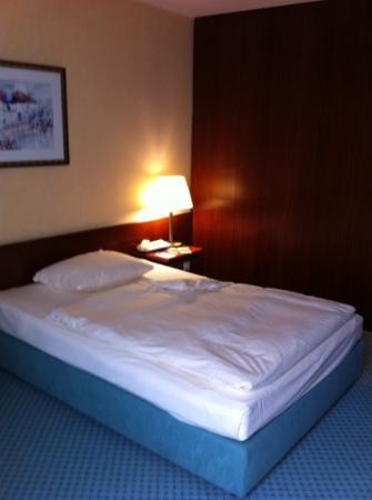 Maritim Hotel Nurnberg: Comfy bed