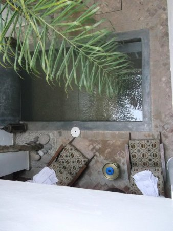 Riad Al Mansoura: Very relaxing water feature