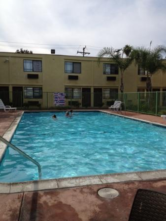 Comfort Inn & Suites near Long Beach Convention Center: fun in the pool