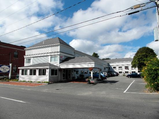 SeaCoast Inn: View from the road