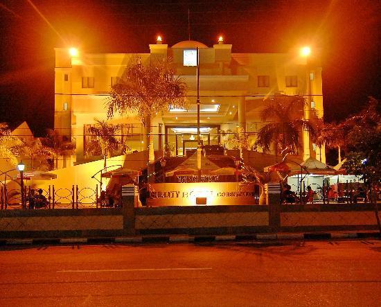 HOTEL QUALITY GORONTALO malam hari