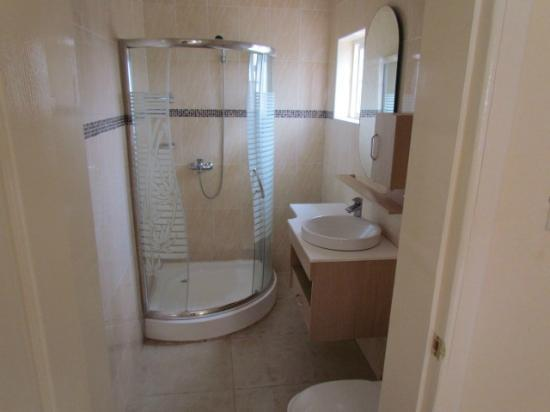 Bedua Home Suites: Bathroom