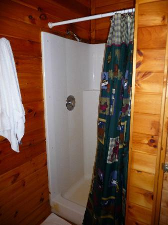 Sunrise Log Cabins: Shower