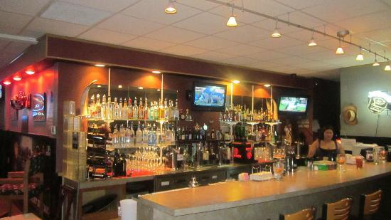 Spurs Bar & Grill: Full bar....lots of great Iron Horse beers on draft