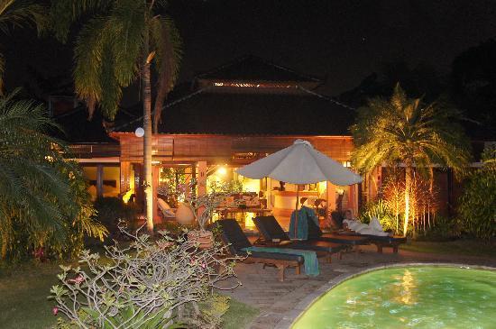 Dyana Villas: villa Dyana n°1 de nuit