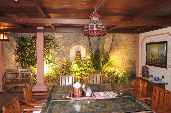 Dyana Villas: villa Dyana n°1 salle à manger