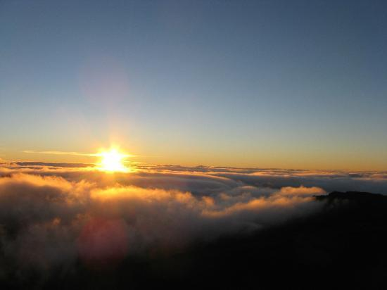 Paia, HI: sunrise at 9,000 ft