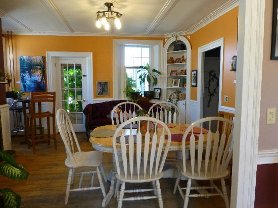 Orange Cat Cafe : Dining room
