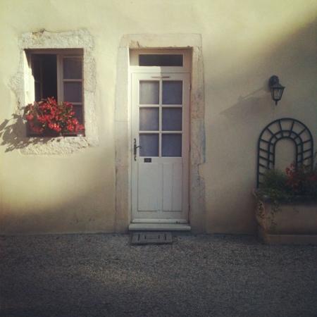 Hôtel les Charmes : puerta y ventana de mi habitación