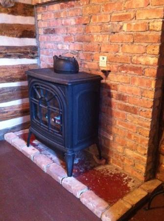 "Storm Mountain Lodge & Cabins : the gas ""fire place"" (not romantic)"