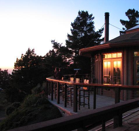 Treebones Resort : 65 foot  Pacific  view redwood bar