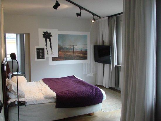 poor quality bedding picture of story hotel riddargatan stockholm tripadvisor. Black Bedroom Furniture Sets. Home Design Ideas
