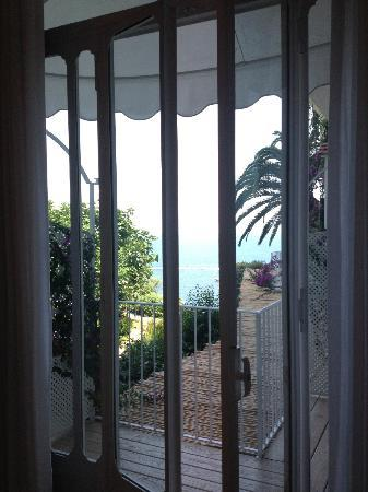 Santa Caterina Hotel: View from our room. We booked a side seaview and were upgraded