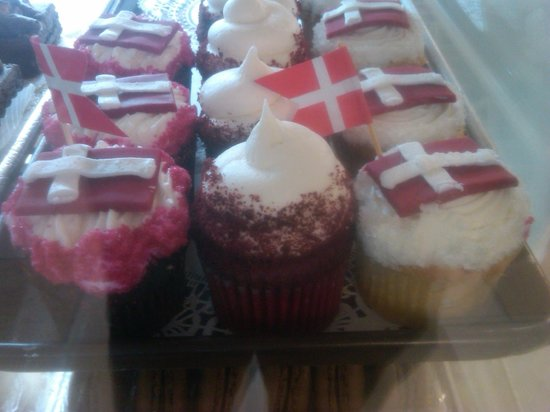 The Solvang Bakery : Yummy Cupcakes
