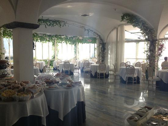 Santa Caterina Hotel: Breakfast/Dining room at Santa Caterina