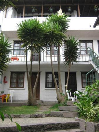 L'Auberge Inn: Varias habitaciones tienen salida al pasillo y una linda vista de Quito
