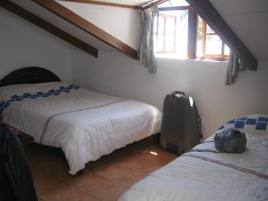 L'Auberge Inn: Habitación doble con baño privado, limpia y cómoda