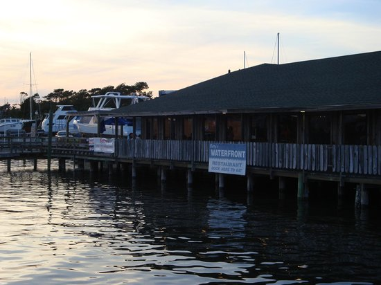 Betty 39 s waterfront restaurant holden beach restaurant for Holden beach fishing pier