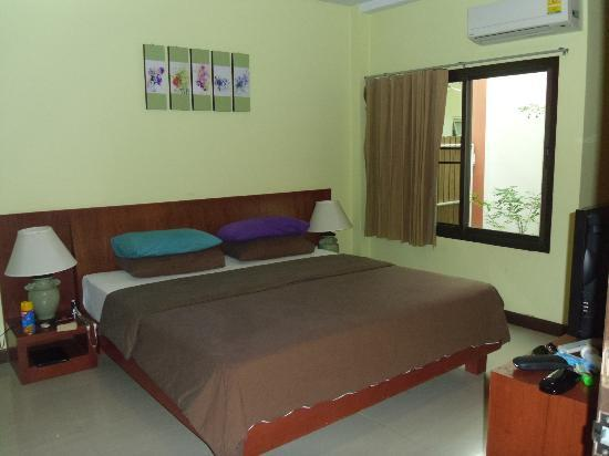 Kamala Beachfront Apartment: Bedroom