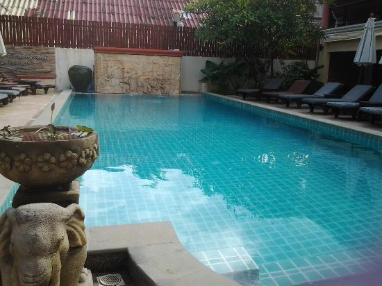 Kamala Beachfront Apartment: Pool