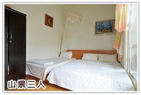 Sansendai Sea View B&B: Bed Room for 3