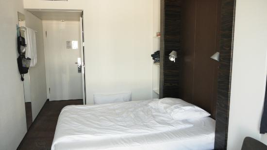Motel One Salzburg-Süd : room
