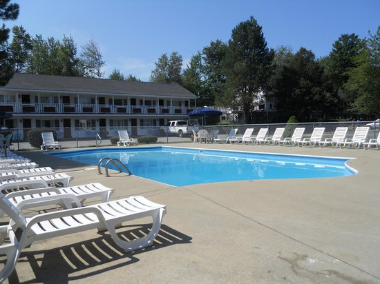 Americas Best Value Inn & Cottages: Swimming Pool
