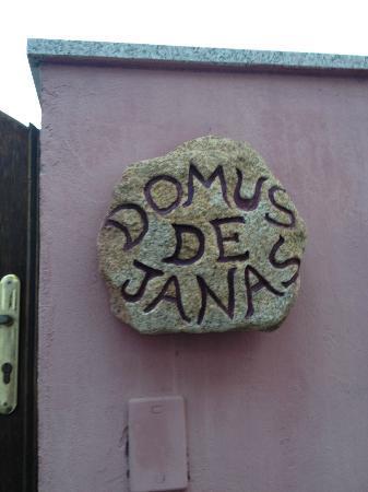 Domus de Janas: 入り口の看板