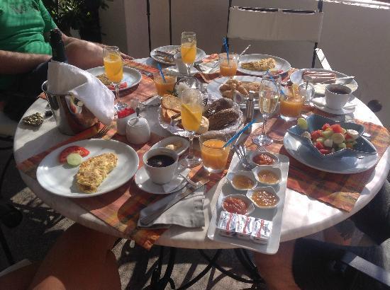 Petra Hotel & Suites: Breakfast