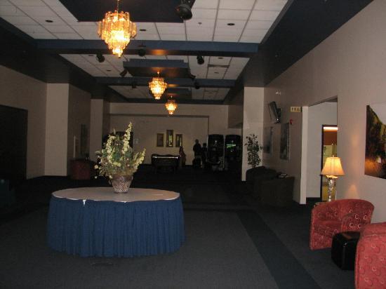 Auberge Gouverneur Shawinigan : Hall d'entrée