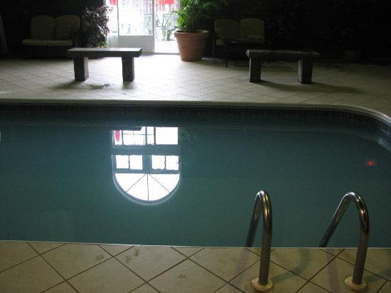 Auberge Gouverneur Shawinigan : La piscine