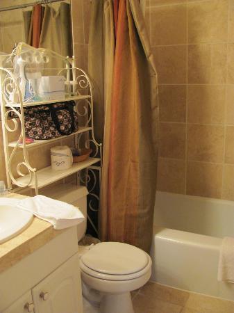 Casa de Carmel Inn : The tiny room... the very tiny room