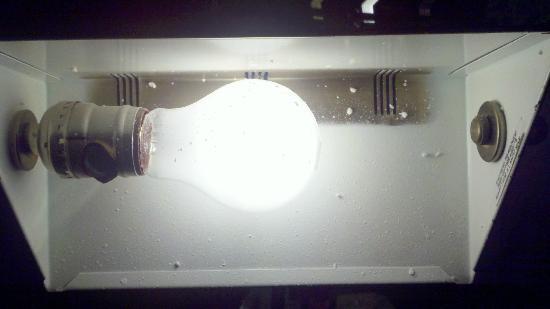 Days Inn Toledo: Underneath the desk lamp