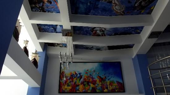 Atlantic Lux Hotel : FRESCO EN EL TECHO...PINTURAS COLORIDAS...