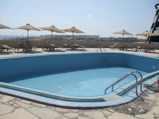 Radisson Blu Hotel, Alexandria: Empty swimming pool
