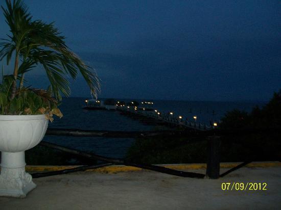 Decameron Isla Palma : Vista al mar en la noche, desde el segundo piso....