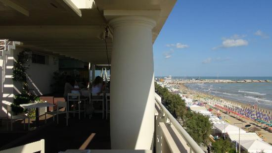 https://media-cdn.tripadvisor.com/media/photo-s/02/e5/3f/f9/terrazza-marconi-hotel.jpg