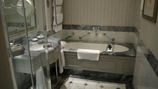 Hotel Kamp: Bathroom
