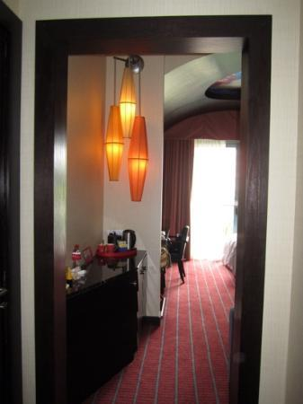 Resorts World Sentosa - Festive Hotel: minibar area