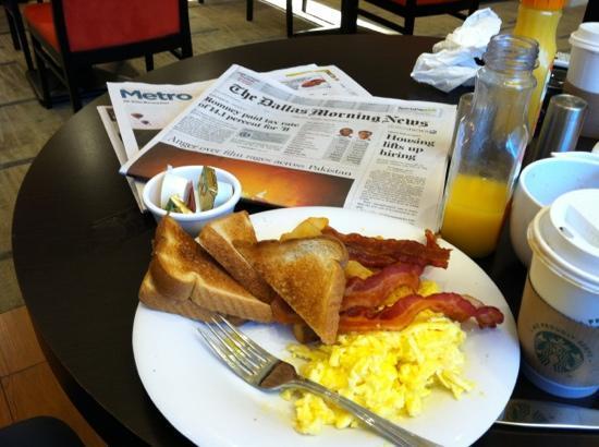 Courtyard Dallas Plano Parkway at Preston Road : breakfast