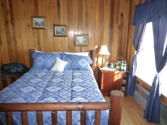 Tuckasiegee River Mountain Lodge: One of two bedrooms in the sapphire suite