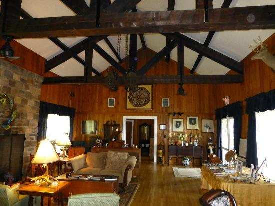 Tuckasiegee River Mountain Lodge: The great room upstairs with stone fireplace