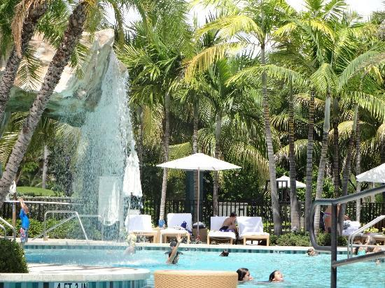 Turnberry Isle Miami, Autograph Collection: Cachoeira na Piscina