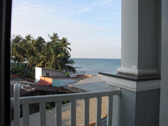 Huong Bien Hotel: Corner seaview from Deluxe room