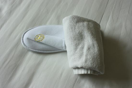 Barony Tarim Petroleum Hotel: The towel again a white slipper from a real 5 star hotel